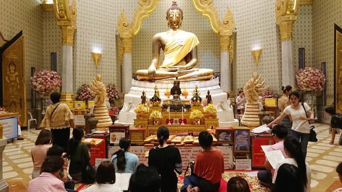 バンコク ワット・トライミットの黄金の仏像