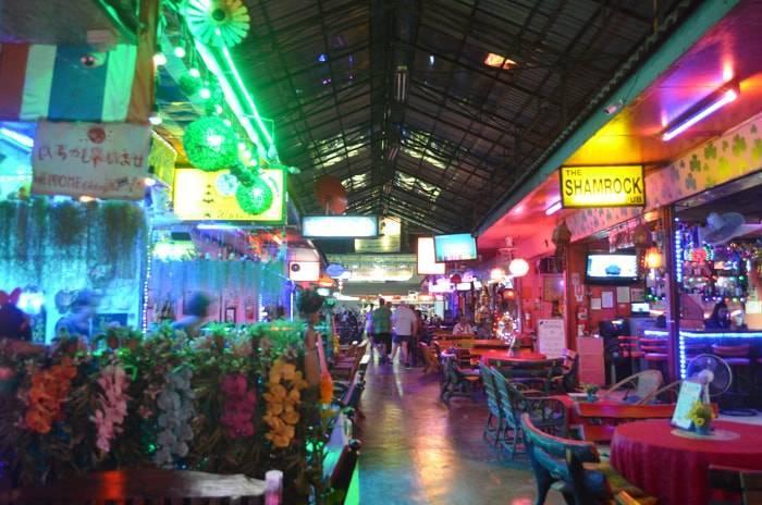 チェンマイのバービア街 ロイクロ通りの紹介