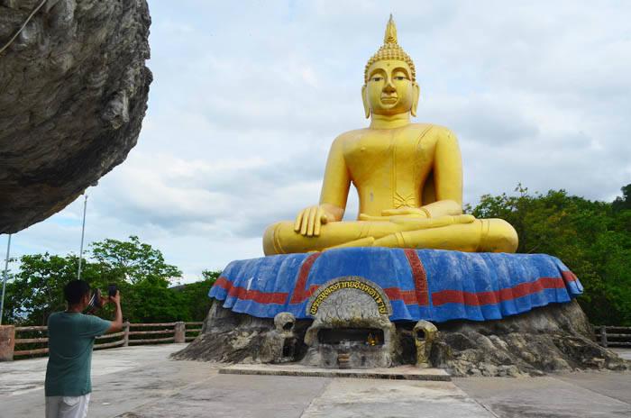 ホアヒンのワット タム カオ タオ(Wat Tham Khao Tao)