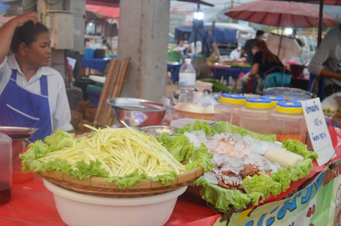 カオヤイナイトマーケット