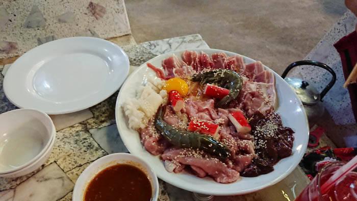 カオヤイのムーガタレストランでディナー