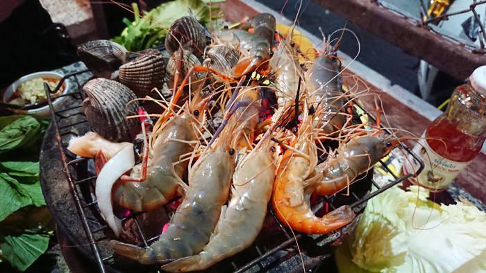 バンコクのムーガタ・シーフード食べ放題 RIM NAM BBQ