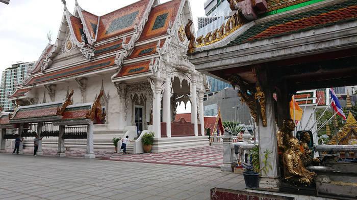 バンコクのワットフアランポーンで初詣