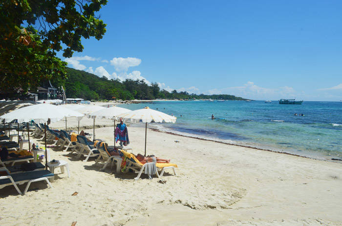 サメット島のホテル サメット ヴィラ リゾートのプライベートビーチ