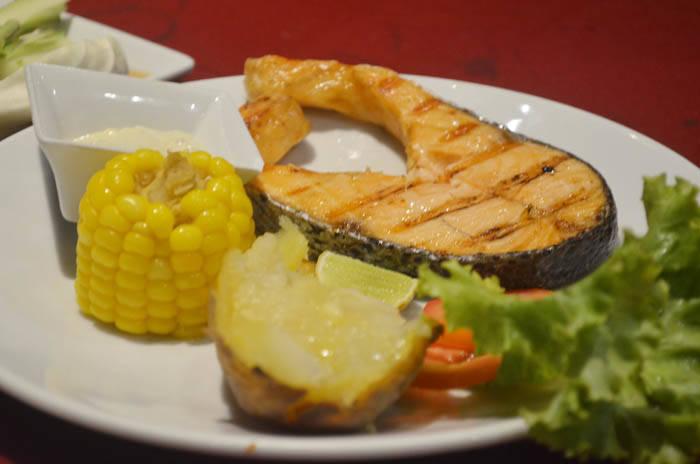 サメット島のディナー