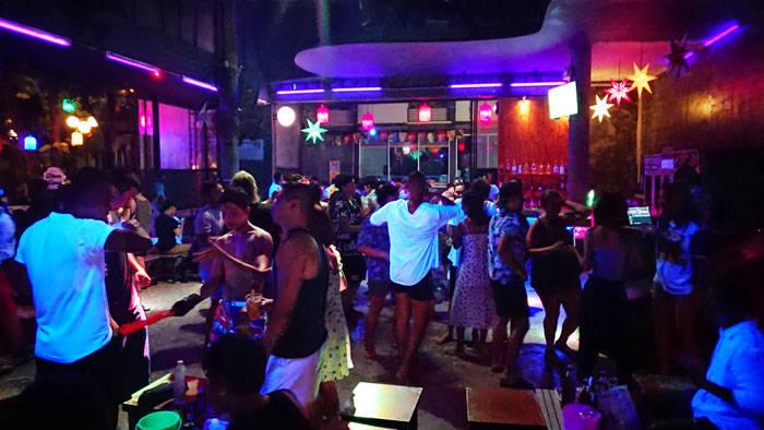 サメット島のクラブ silver sand bar