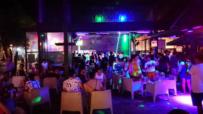 サメット島で夜遊び クラブのsilver sand bar