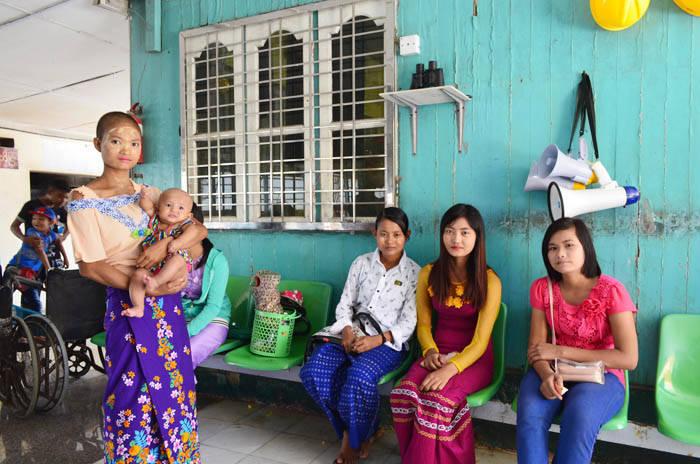 ミャンマー・ヤンゴンの女の子達