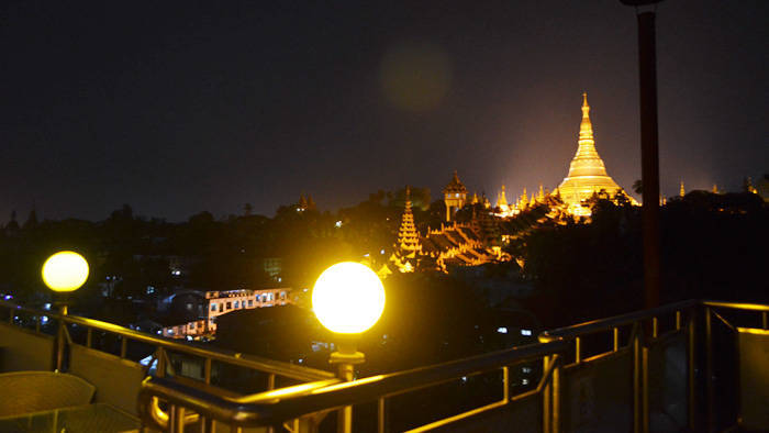 ヤンゴン 月とワイン