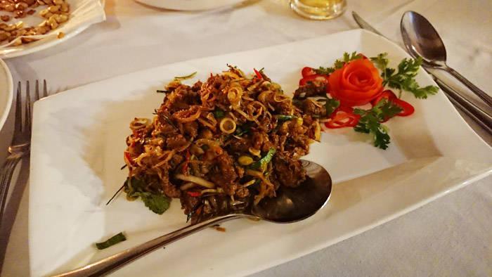 ヤンゴン ハウスオブメモリーズのローストビーフサラダ
