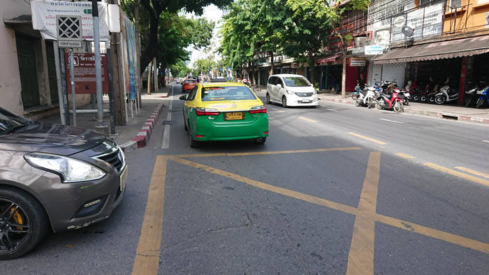 バンコクのひき逃げタクシー