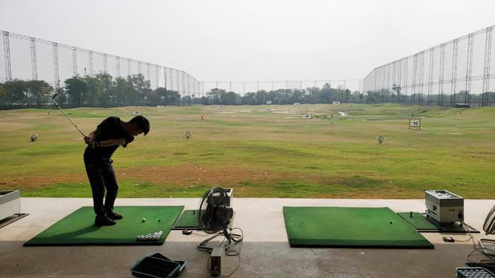 バンコク郊外の打ちっぱなしゴルフ場 バーディ5の紹介