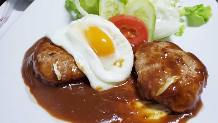 バンコク チョンノンシーのイエローリボンホームキッチンのハンバーグ