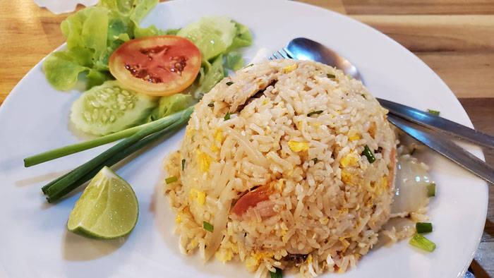 ラン島のカフェ&レストラン POO KAI CAFEのカニチャーハン