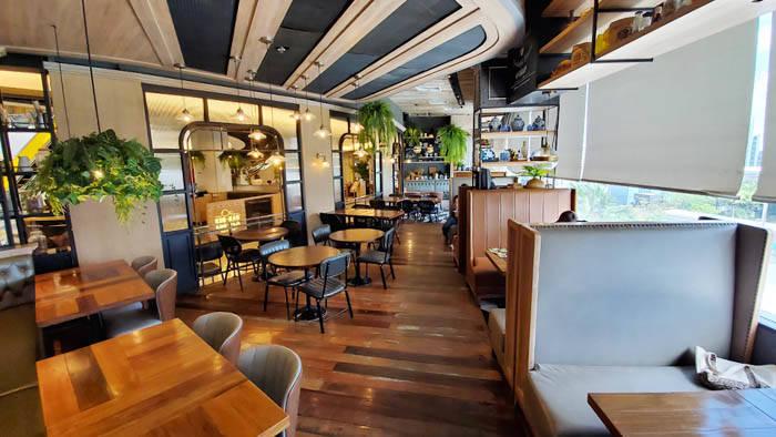 エムクオーティエのカフェ&レストラン Kub Kao Kub Pla