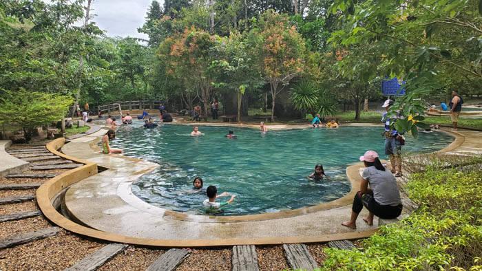 クラビ クロントム温泉の温水プール