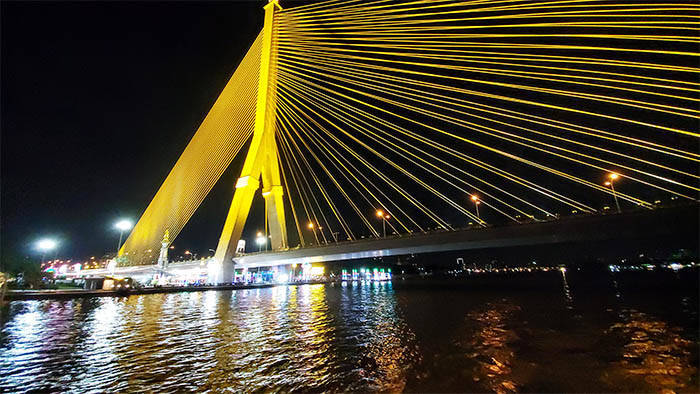 ラマ8世橋