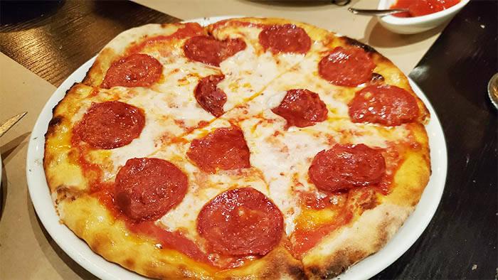 バンコクの本格イタリアン ciao pizzaのピザ