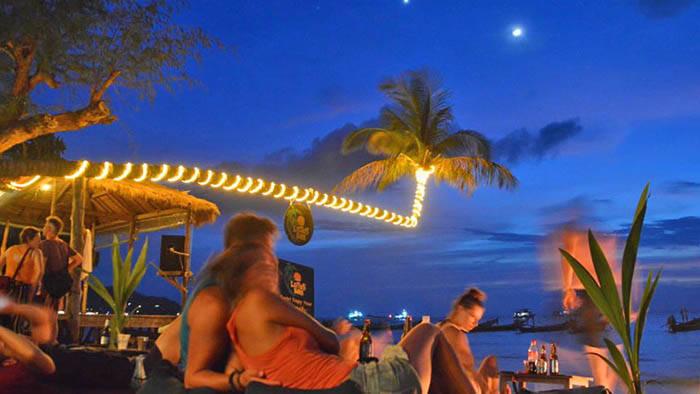 タオ島 ファイヤーダンスを見れるLotus Restaurantの紹介