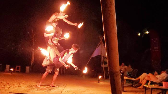 タオ島のファイヤーダンスショー @Leo Beach Bar Koh Tao