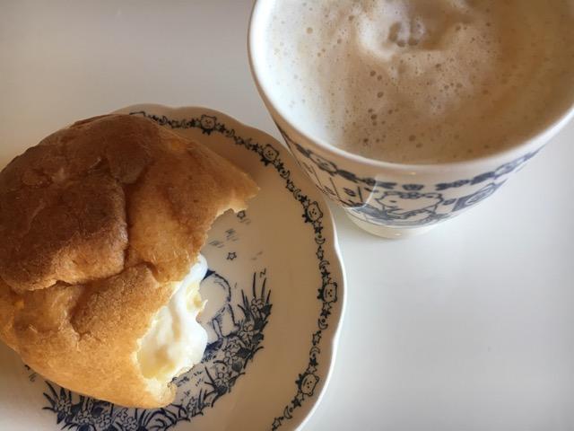 カフェオレとシュークリーム