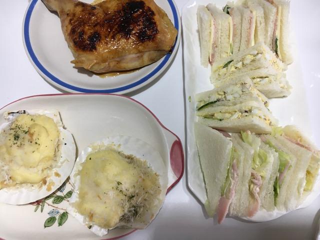 サンドイッチとチキン