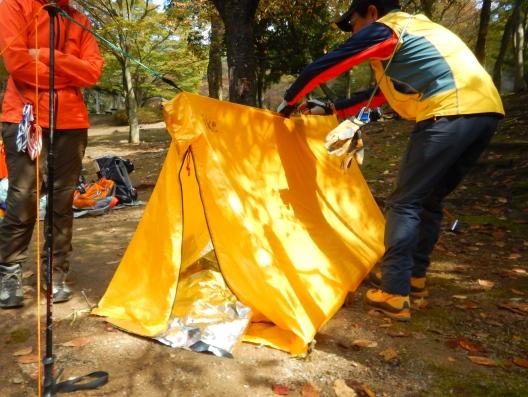 登山学校実技講座へのお誘いです。 ロープワークやツエルトの使い方を実践して学ぼうIN福岡