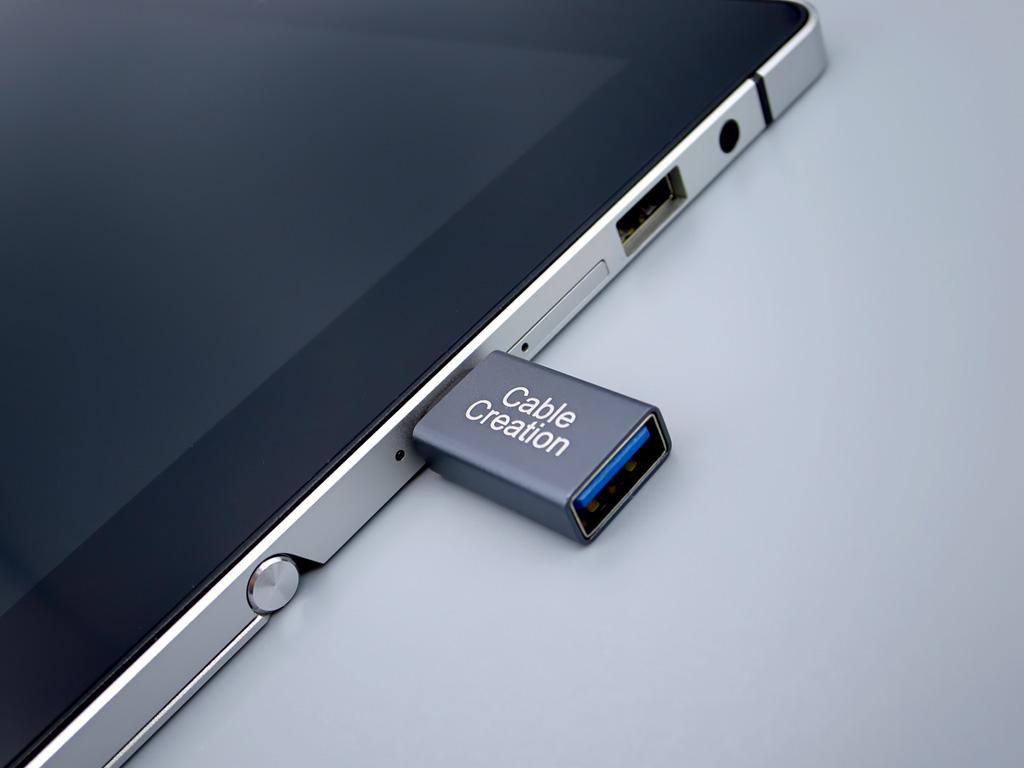 USB-C to USB-A 変換アダプタ