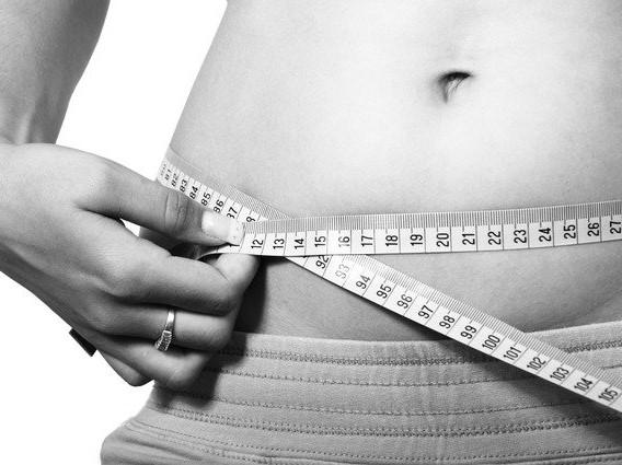 女性のウエストサイズ