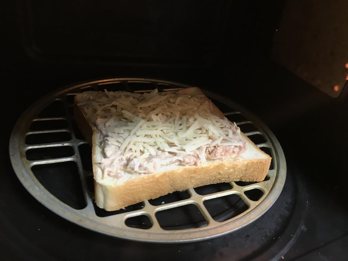 オーブントースターで少し焦げ目がつくまで焼きます。(500wで約5分)