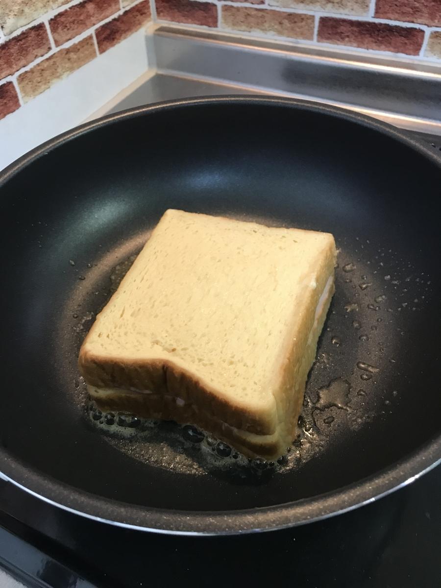 もう1枚の浸したパンを乗せます