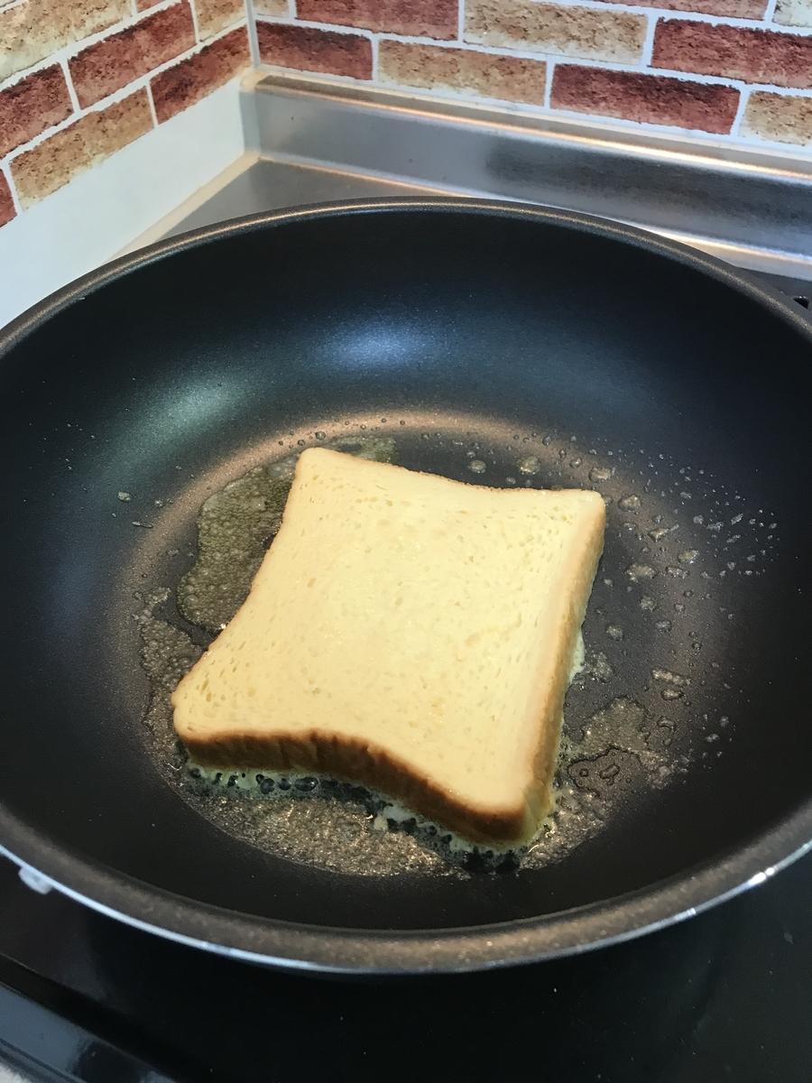 浸した食パンを焼きます