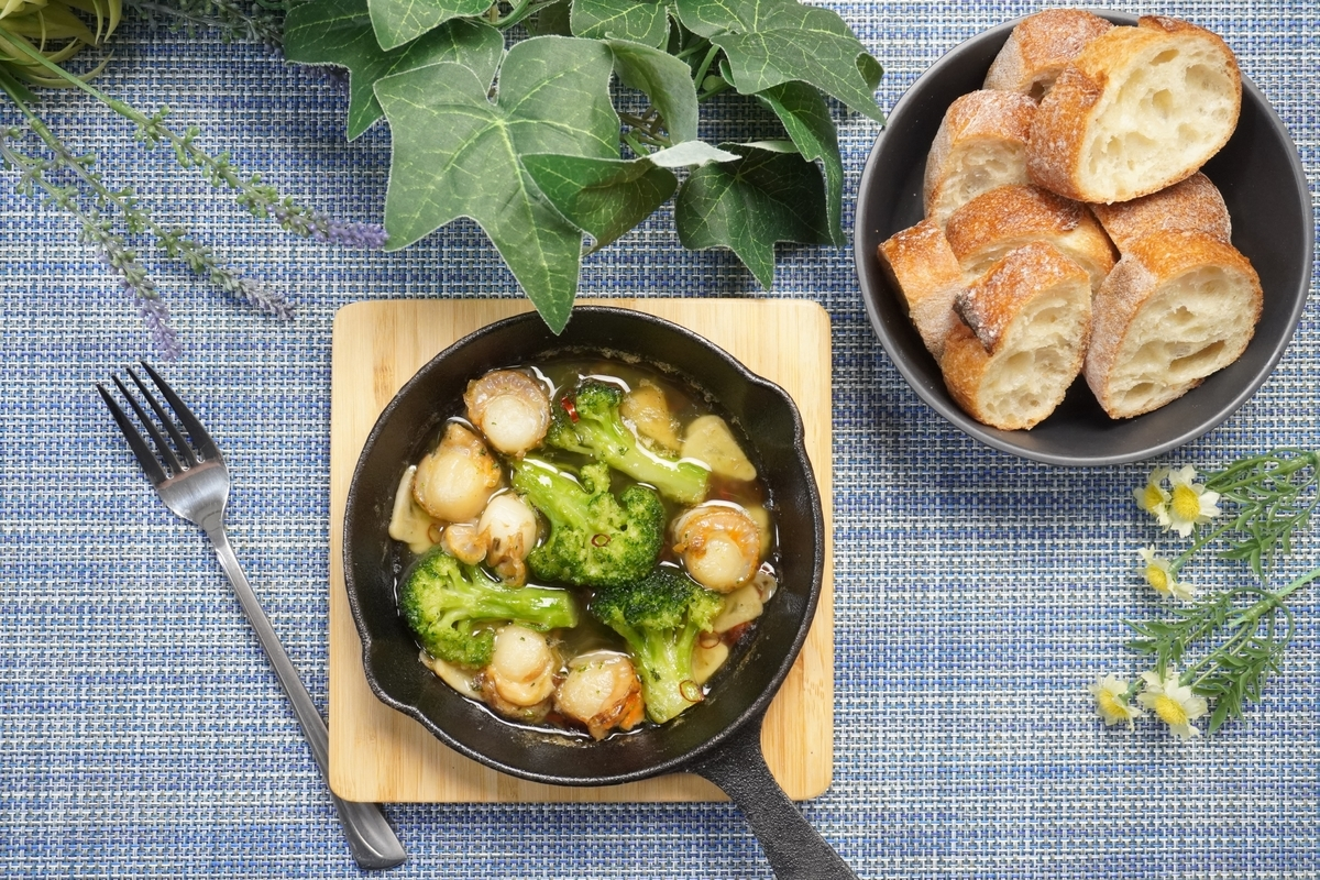 ホタテとブロッコリーのアヒージョの作り方・レシピ