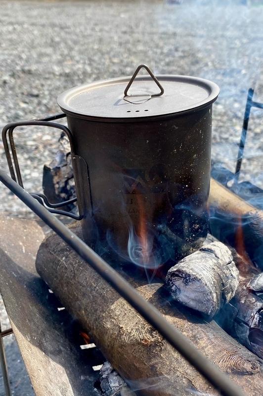 焚火に使うチタンマグカップ