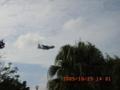 普天間海兵隊の飛行機が超低空で着陸態勢に入る