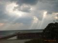 久米島・鳥島漁港に落ちる陽射し