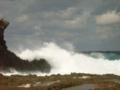 久米島北部・ミーフガー近場の荒れる海