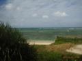 多良間島・北風を防ぐ防砂が目に付く北の浜