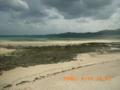 奥武島の畳石から久米島を望む