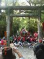大東神社を駆け上がる神輿