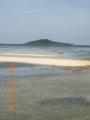 大潮の大神島を池間大橋付近から望む
