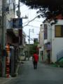 宮古島、昼時のけだるい時間帯の歓楽街入口