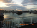 早朝の那覇港から