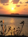 渡名喜島から見る入砂島の夕焼け