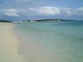 久米島・イーフビーチから奥武島を望む