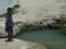 米須地下ダムの海の出口の少年と