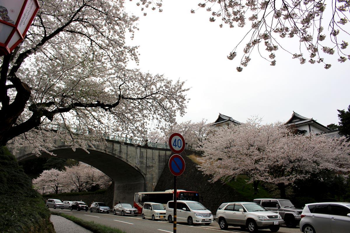 金沢城前の道路