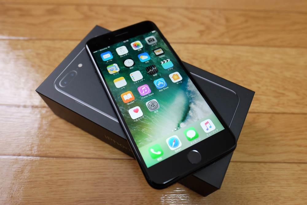 iPhone7 Plus ジェットブラックの前面