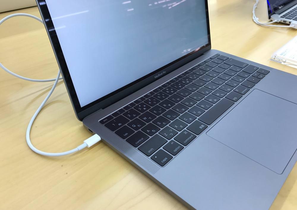 13インチ MacBook Pro 2016 左側
