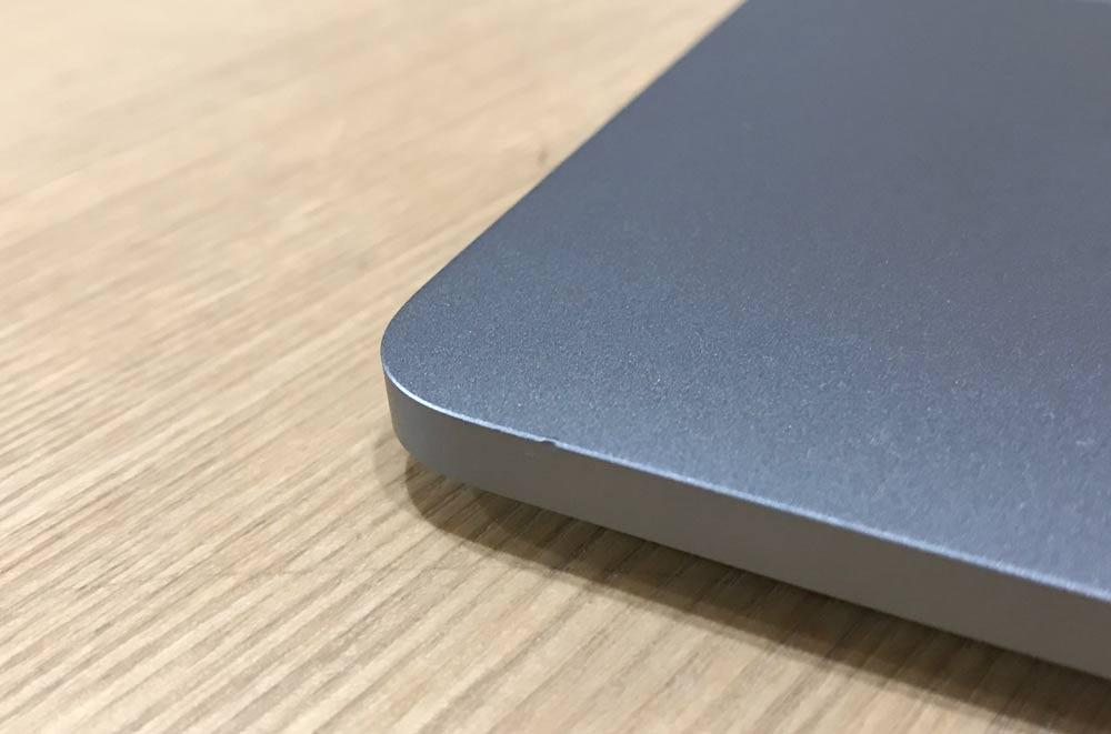 MacBook Proが凹んだ